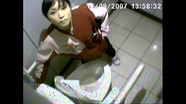 セブンイレブンの女子トイレに電波型の隠しカメラば仕掛けたやったばい!