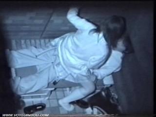 夜の公園で野外セックスする高校生カップルを上から赤外線カメラでこっそり盗撮。彼女の積極的な騎乗位がイイ!!