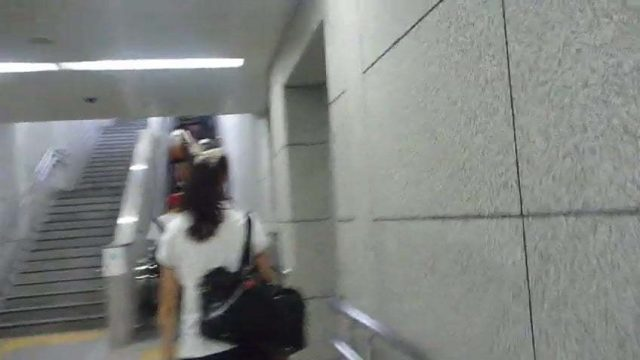 【逆さ撮り】女子高生の可愛いピンクのパンティーを逆さ撮り盗撮